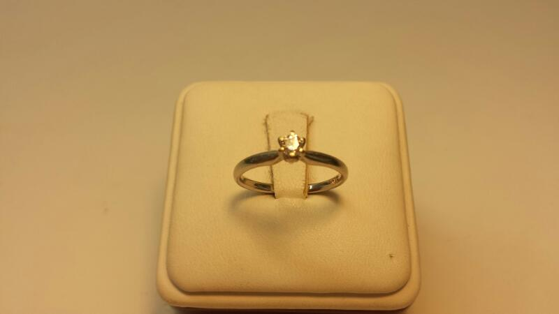 14k White Gold Ring with 1 Diamond at .18ctw - 1.4dwt - Size 7