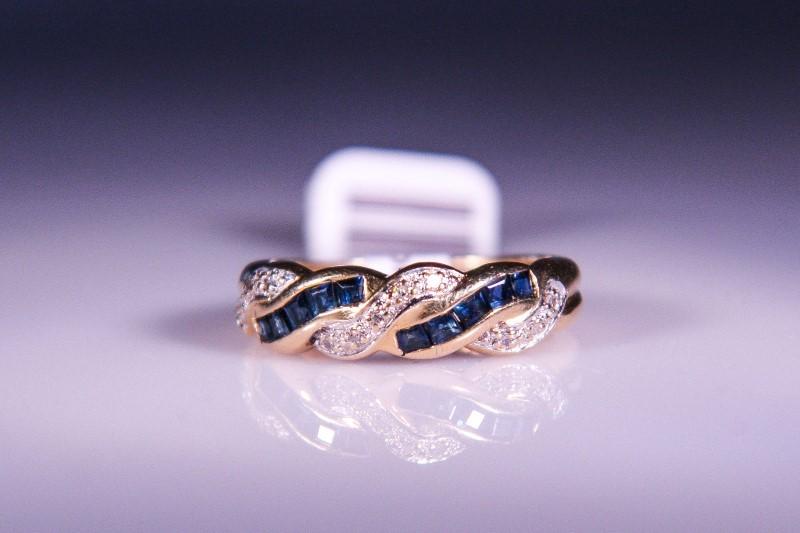 Blue Stone Lady's Stone & Diamond Ring 11 Diamonds .11 Carat T.W.