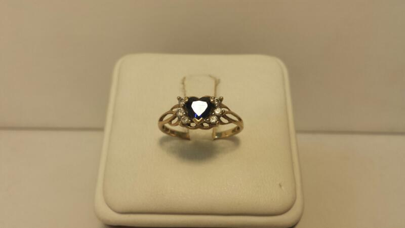 10k Yellow Gold Ring with 7 Stones - .9dwt - Size 7