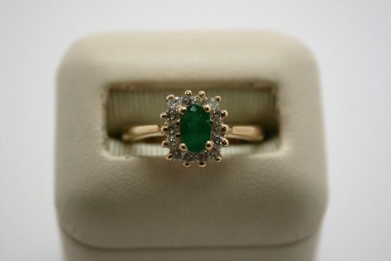LADY'S FASHION DIAMOND & EMERALD RING 14K YELLOW GOLD