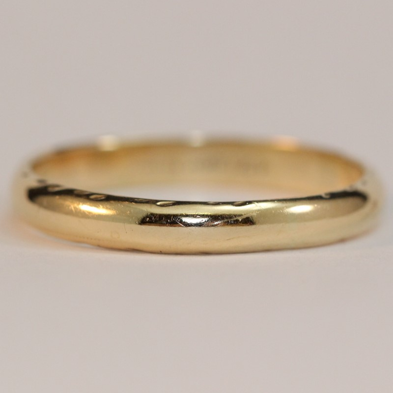 Gent's 14K Yellow Gold Etched Detailing Wedding Band Size 12.5