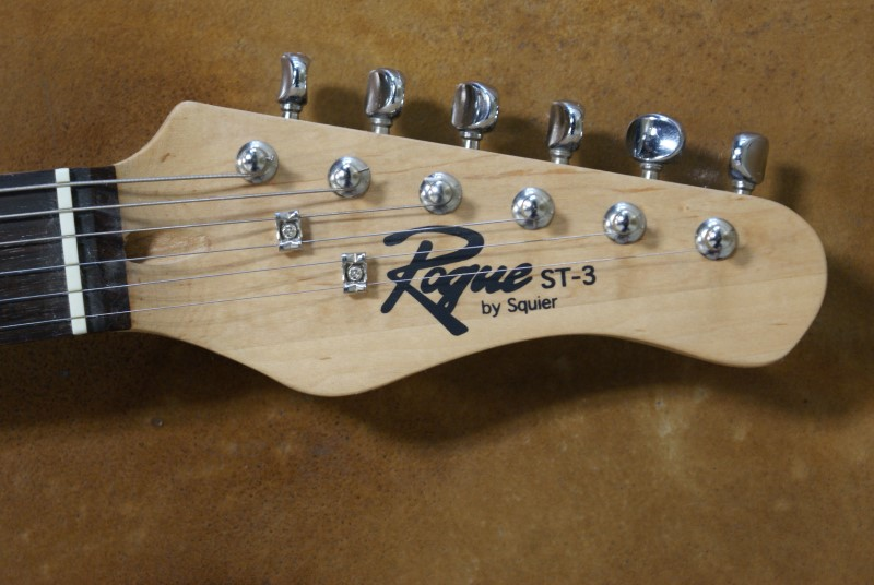 ROGUE MUSICAL INSTRUMENTS Electric Guitar ST 3