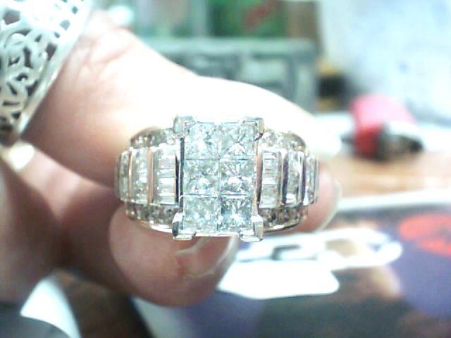 Lady's Diamond Cluster Ring 70 Diamonds 2.92 Carat T.W. 14K 2 Tone Gold 5.3dwt
