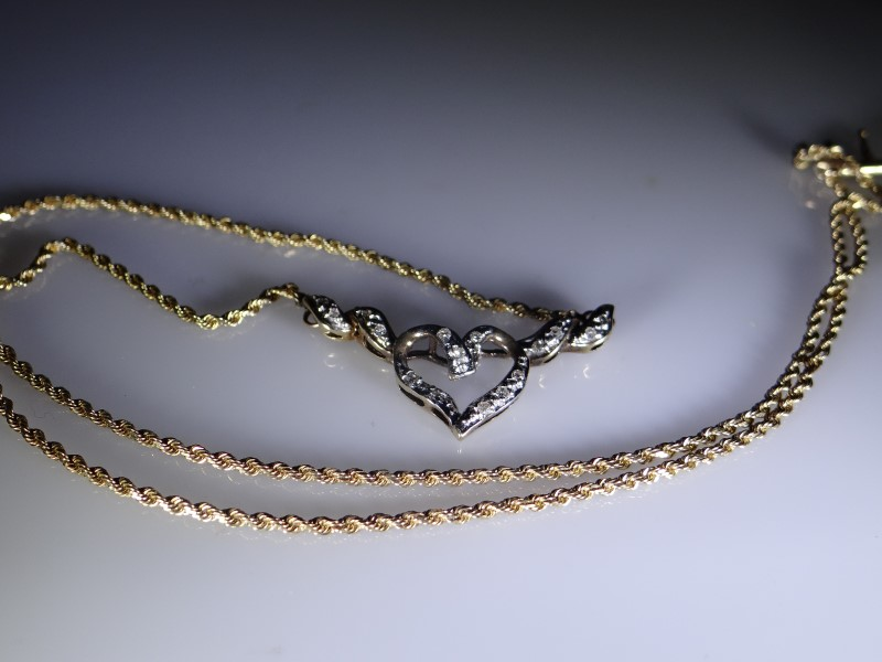 Diamond Necklace 11 Diamonds .22 Carat T.W. 10K Yellow Gold 5.6g