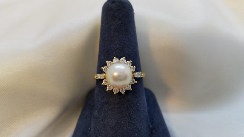 Pearl Lady's Stone & Diamond Ring 14 Diamonds .38 Carat T.W. 18K Yellow Gold
