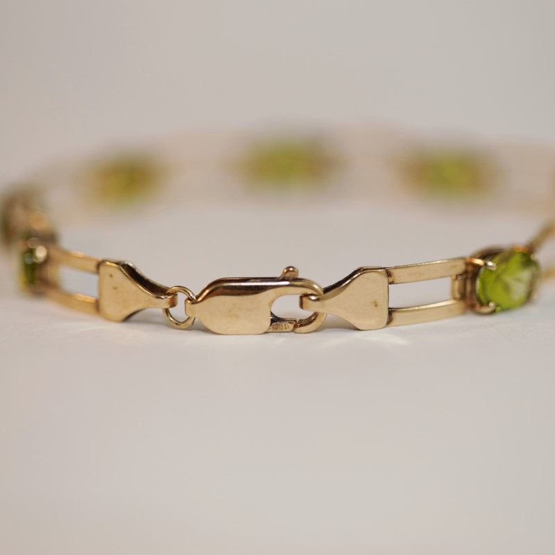 10K Yellow Gold & Oval Cut Peridot Bracelet