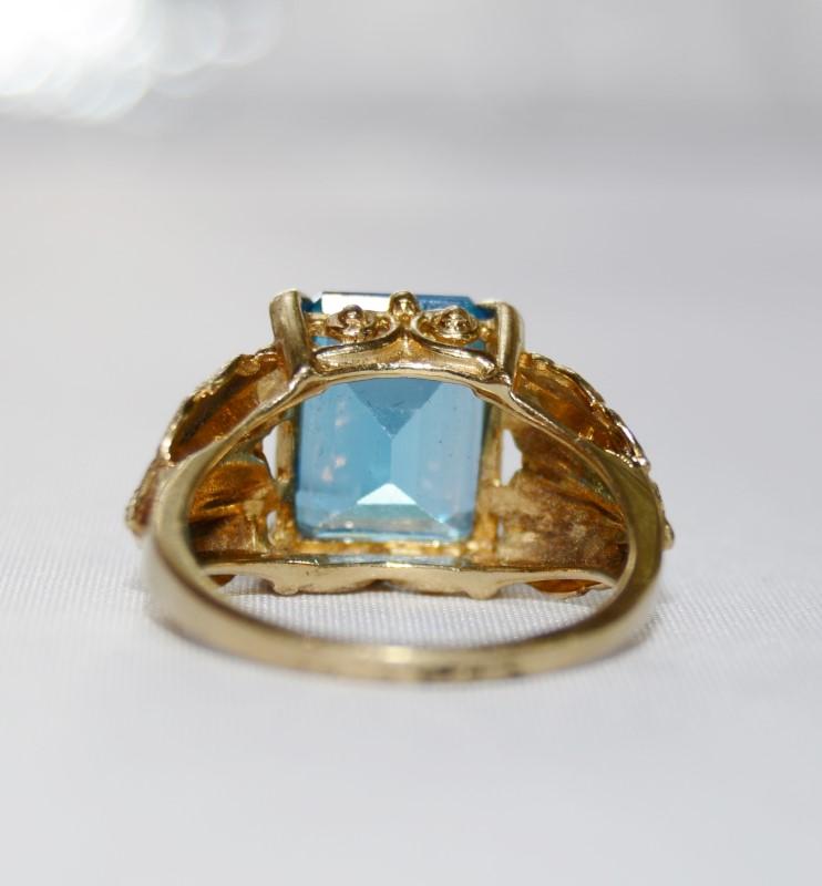 Aquamarine Lady's Stone Ring 14K Yellow Gold 4.82g