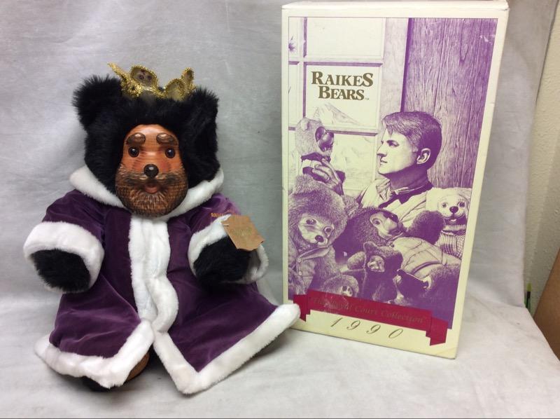 Robert Raikes King William Bear #4030/10,000