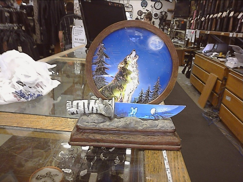 """WOLF HANDLE PAINTED 5"""" BLADE KNIFE WITH LIGHT UP DISPLAY"""