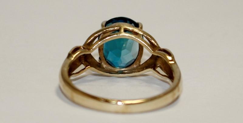 Blue Topaz Lady's Stone Ring 10K Yellow Gold 3.1g