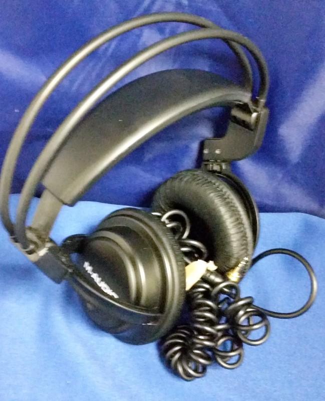 M AUDIO HEADPHONES