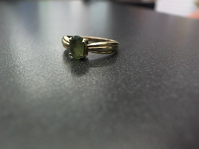 Green Stone Lady's Stone Ring 10K Yellow Gold 1.7g