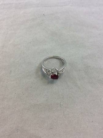 Beautiful Sterling Silver .925 Sapphire Heart and White Stones Ring Size 7 3.16G