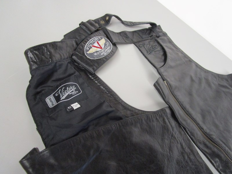 VICTORY MOTORCYCLES POLARIS LEATHER CHAPS, SIZE 42
