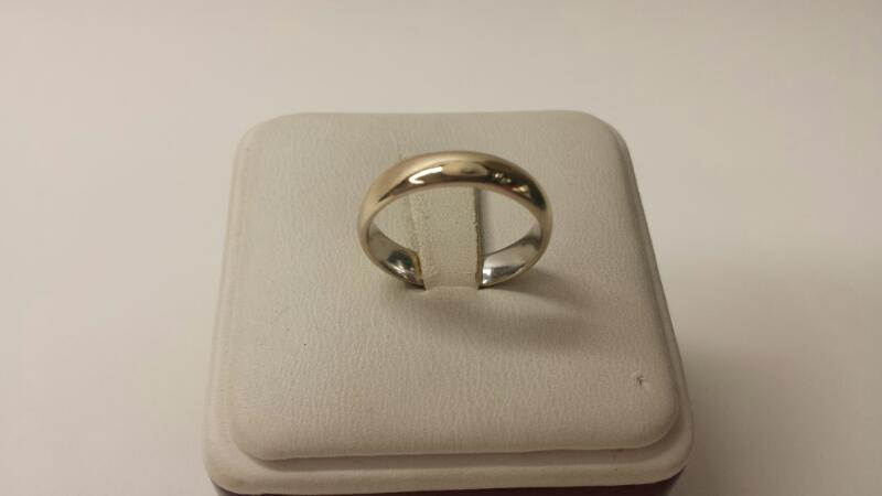 14k White Gold Band .8dwt Size 6