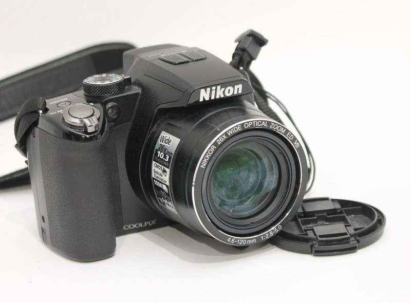 Nikon Coolpix P100 10.3MP 26x Zoom Digital Camera Full HD Bundle>
