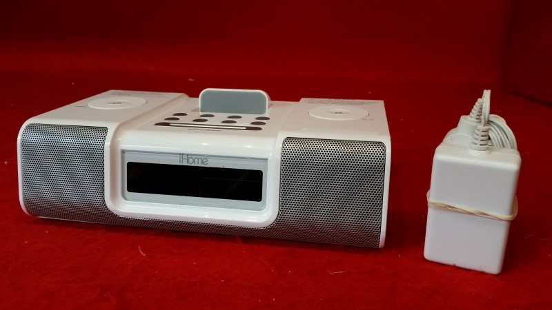 iHome Model HiP9 White Alarm Clock Radio - Fit's iPod iPhone 3 / 3GS / 4
