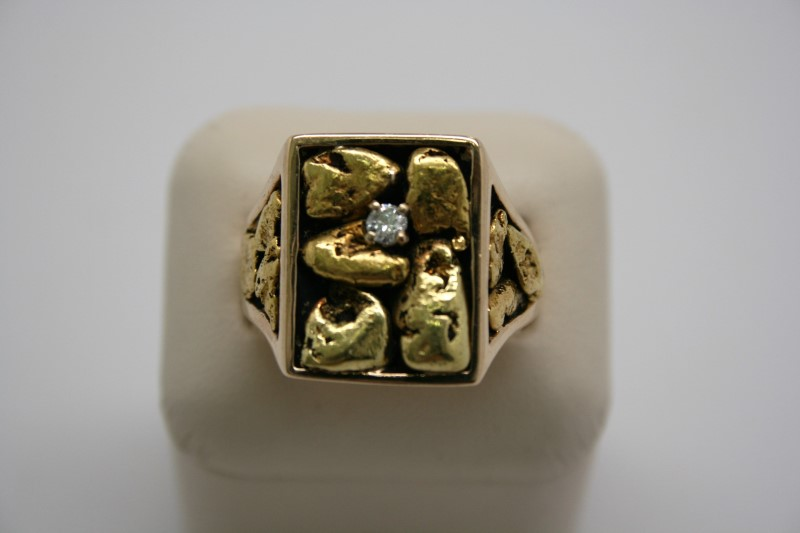 GENT'S NUGGET STYLE DIAMOND RING 18K YELLOW GOLD