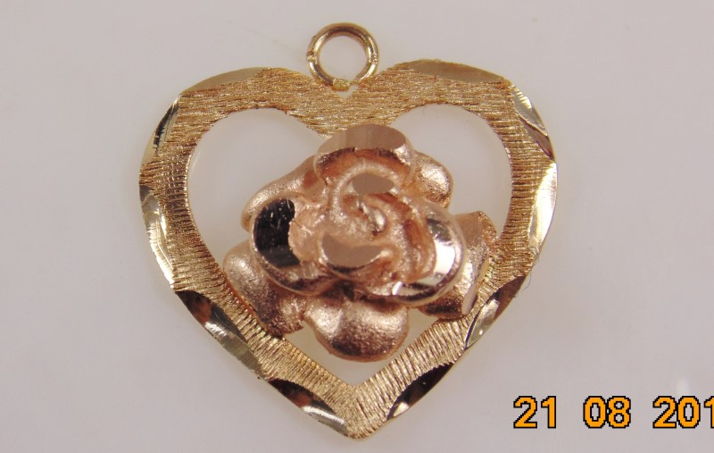 HEART SHAPED PENDANT WITH ROSE GOLD ROSE 14K 1.7G