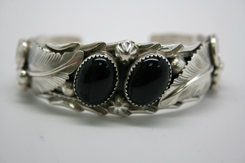 FASHION BANGLE/CUFF SILVER BRACELET W/ ONYX STONES