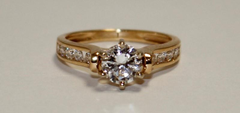 14k Yellow Gold White Stone Ring Size:7.25
