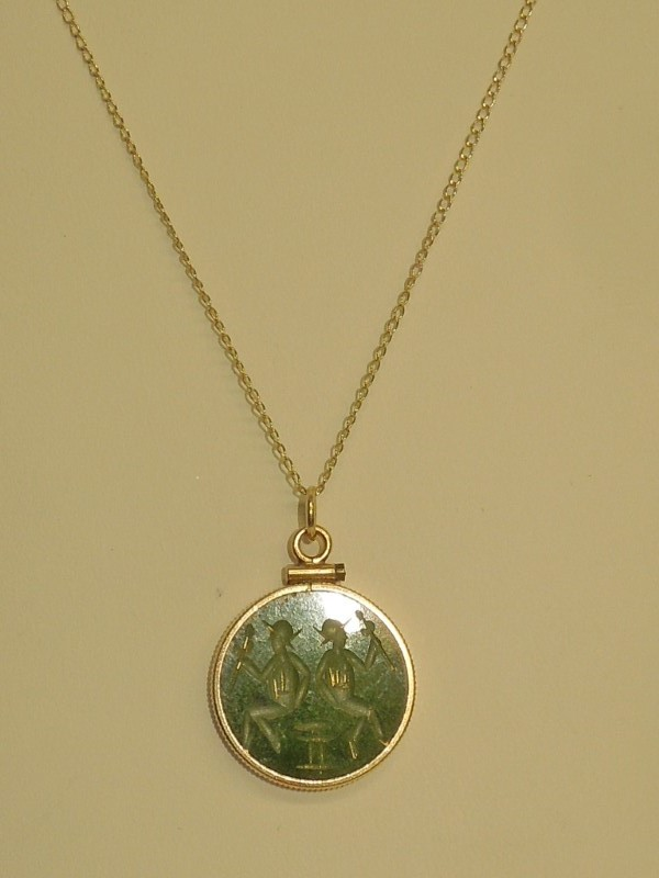Synthetic Jade Stone Necklace 14K Yellow Gold 4.5g