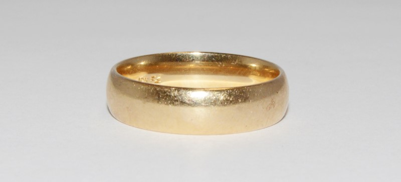 10K Men's Yellow Gold Wedding Band Size 10.5