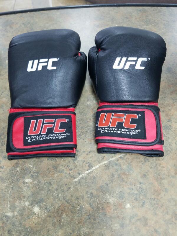 UFC Indoor Sports GLOVES