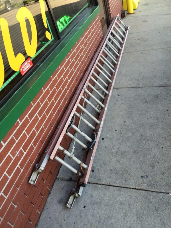 WERNER LADDER Ladder D7128-2 28' EXTENSION LADDER