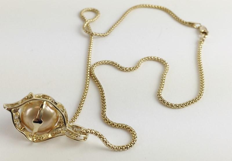 "16"" Pearl & Diamond Necklace .27 Carat T.W. 14KT YG"
