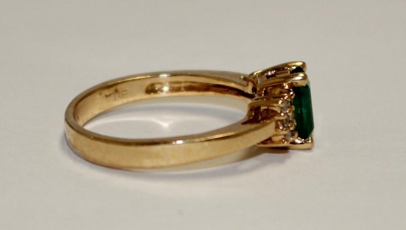 Emerald Lady's Stone & Diamond Ring 12 Diamonds .12 Carat T.W. 14K Yellow Gold