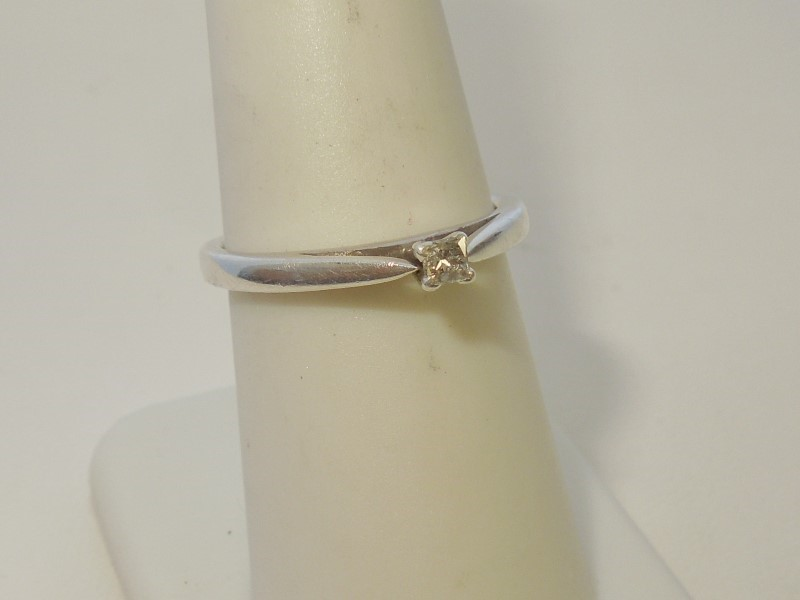 Lady's Silver-Diamond Ring .07 CT. 925 Silver 2.5g Size:6