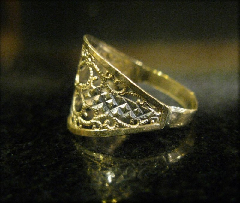 10K YELLOW & WHITE GOLD DELICATE FILIGREE RING, SIZE 7-1/4