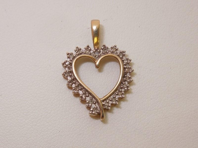 Gold-Diamond Solitaire Pendant 21 Diamonds .105 Carat T.W. 10K Yellow Gold 1.6g