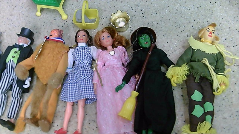 1974 Wizard of Oz Mego Set w/ 9 Dolls and Accessories