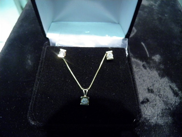 Gold and Diamond Earing and Necklace set