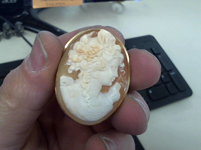 Cameo Gold-Stone Brooch 14K Yellow Gold 8.9g