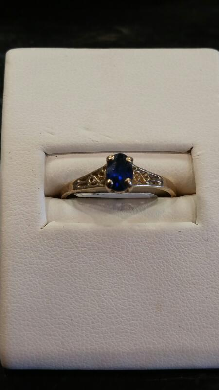 Lady's Gold Ring 10K Yellow Gold 0.9dwt