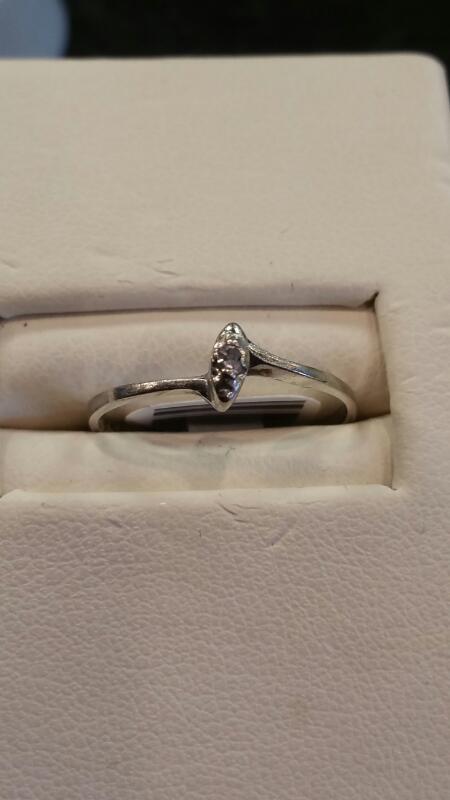 Lady's Gold Ring 10K White Gold 0.4dwt