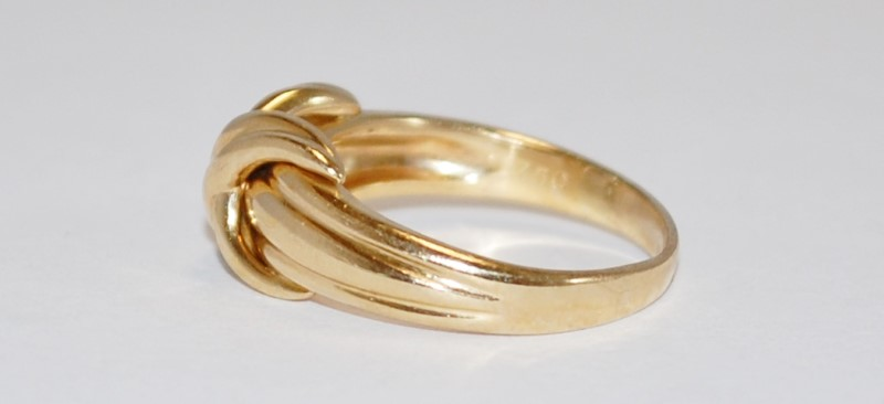 Yellow Gold X Hugs Kisses Love Knot 1990 Ring Size 7
