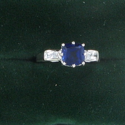 Synthetic Sapphire Lady's Stone Ring 10K White Gold 1.6dwt