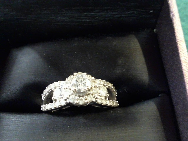 Lady's Diamond Cluster Ring 38 Diamonds 1.05 Carat T.W. 14K White Gold 5.6g