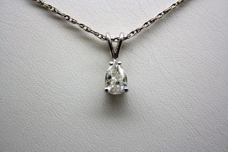 PEAR SHAPE DIAMOND PENDANT 14K WHITE GOLD
