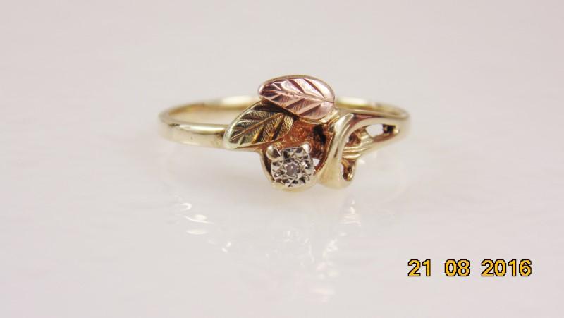 BHG W/MELEE DIAMOND LADIES RING 10K 1.5G SZ.7