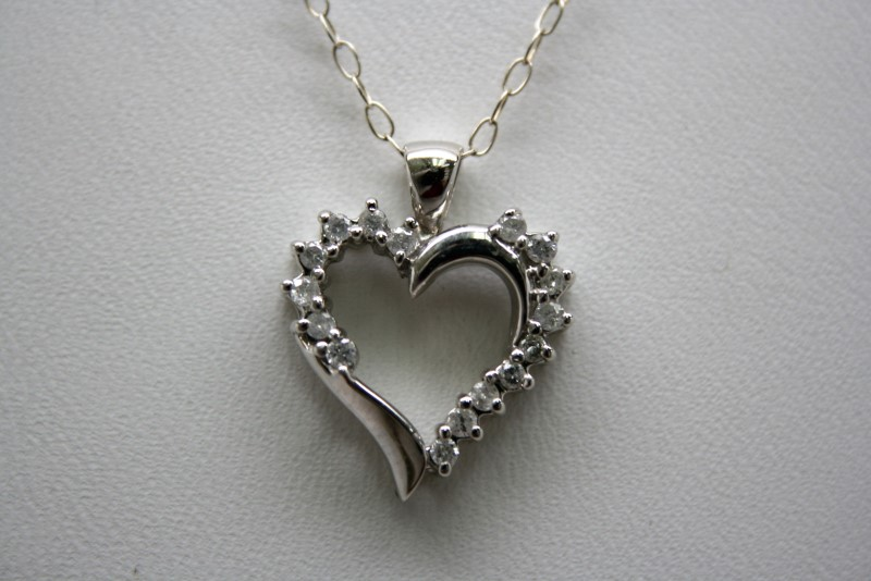 FASHION DIAMOND HEART PENDANT 10K WHITE GOLD