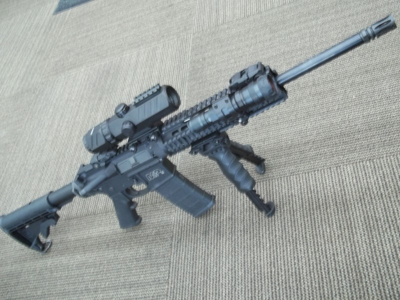 SMITH & WESSON RIFLE M&P-15 - 5.56MM - NICE TACTICAL SETUP WITH MAGLOK SIGHTS