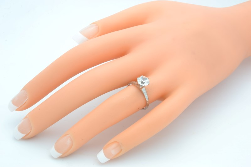 ESTATE WHITE STONE RING SOLID 18K GOLD ENGAGEMENT WEDDING SIZE 5.5