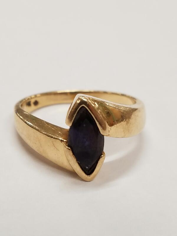 Black Stone Lady's Stone Ring 14K Yellow Gold 3.8g