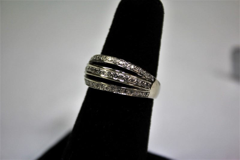 Lady's Diamond Fashion Ring 41 Diamonds .205 CTW14K White Gold 6.4g Size: 9