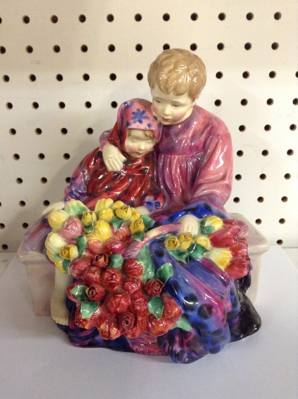ROYAL DOULTON Collectible Plate/Figurine HN 4342 FLOWER SELLERS CHILDREN